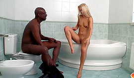 I like to have jacuzzy act of love with runty blondes